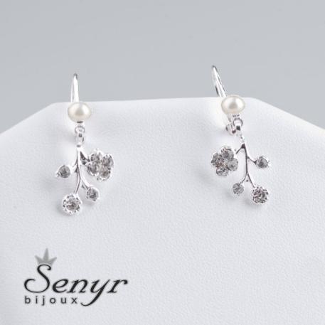 Flower earrings with pearl