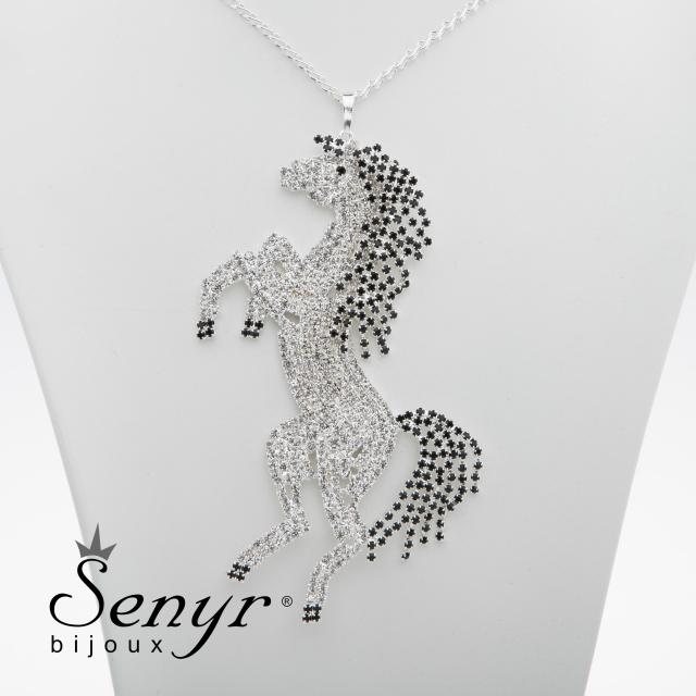 Necklace pony
