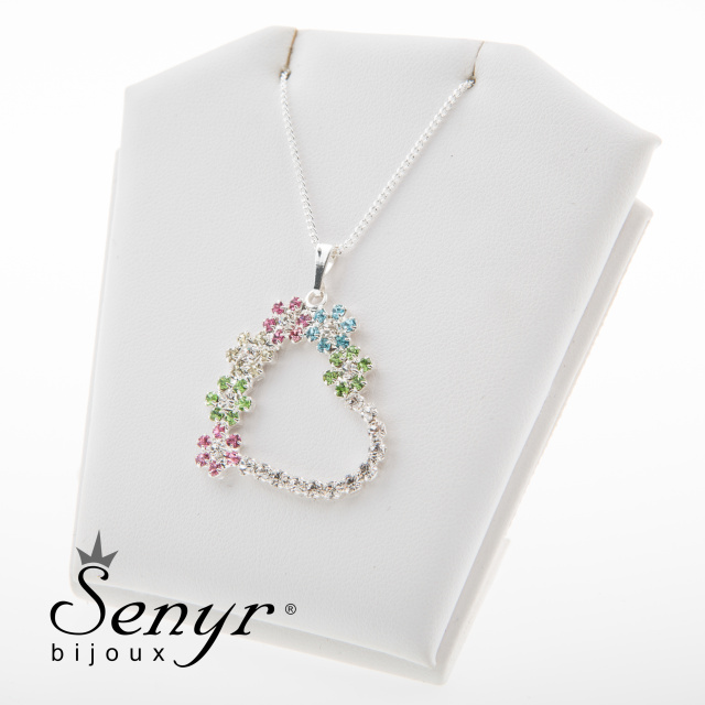 Chain with pendant flower heart